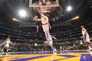 Lakers are still NBA title favorite at some books