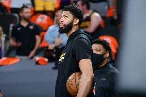 Anthony Davis might come back for Game 6 for Lakers